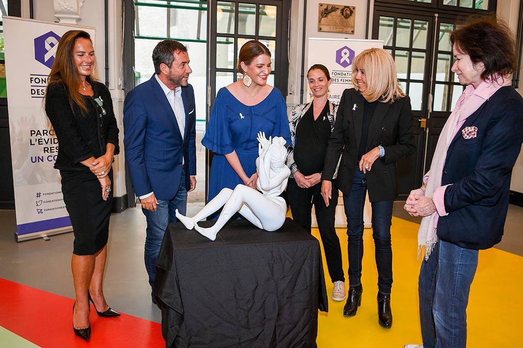 Cérémonie d'inauguration de la sculpture wrapping « les femmes et la violence » crée par Laurence JENKELL pour la fondation des femmes, en présence de Mme Brigitte MACRON et de Mme Marlène SCHIAPPA