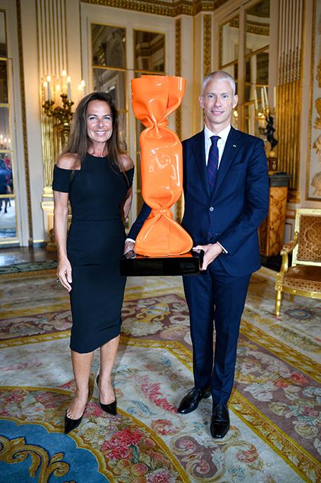 cérémonie officielle qui s'est tenue le mardi 9 juin 2020 à 14h00 au Ministère de la Culture à Paris que Laurence JENKELL s'est vue remettre la médaille de Chevalier de l'ordre des Arts et des Lettres par Franck Riester, Ministre de la Culture, en présence de personnalités du monde du monde de l'art.