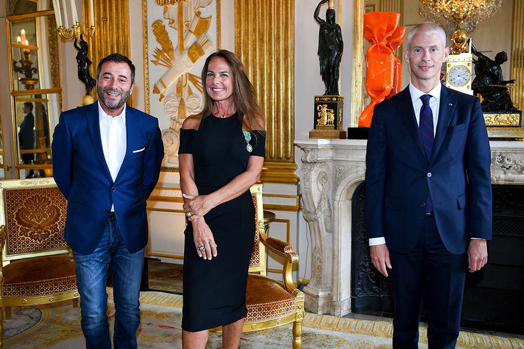 official ceremony held on Tuesday, June 9, 2020 at 2:00 pm at the Ministry of Culture in Paris that Laurence JENKELL was awarded the medal of Knight of the Order of Arts and Letters by Franck RIESTER, Minister of Culture, in presence of personalities from the world of Art.