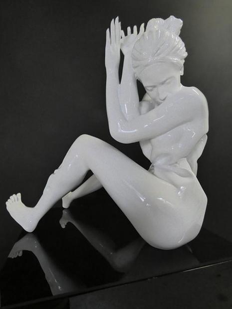 Wrapping la violence et les femmes Sculpture Polyester 59 x 53 x 39 cm Edition 8+4 E.A. JENKELL 2018 ©JENK
