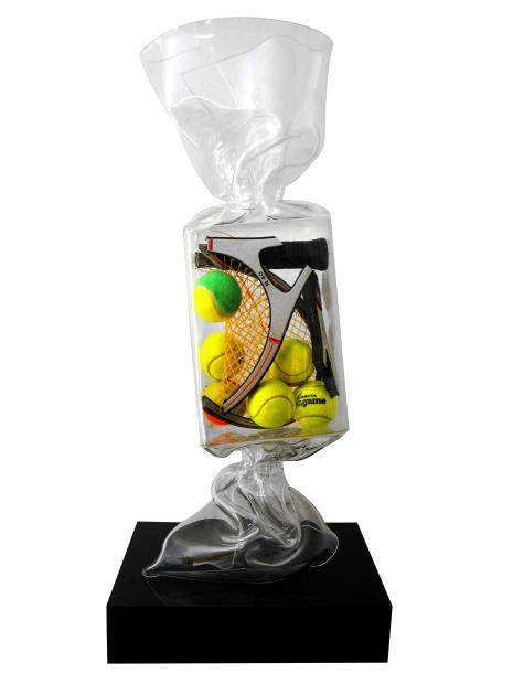 Wrapping Bonbon Tennis Sculpture plexiglas transparent 80 cm sur socle noir en plexiglas JENKELL - Pièce unique © ADAGP Laurence JENKELL